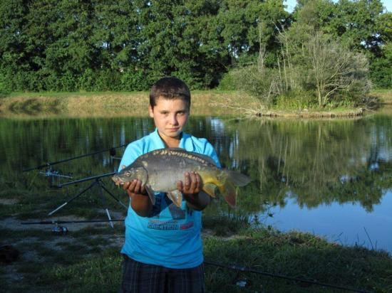 09/09/2011 - Un jeune carpiste, Anthony, et une belle prise .....